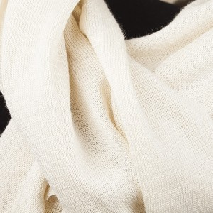 fijn gebreide luxe sjaal gebroken wit TastefulTas.nl